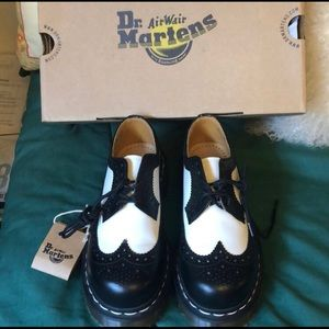 Dr. Martens Air Wait Brogue Shoes❤️
